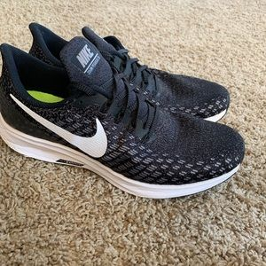 Nike Zoom Pegasus 35 athletic shoes size 8.5